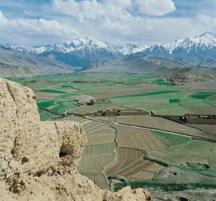 The fertile Bamiand valley in central Afghanistan lies between two cut in Hindukush. Grain, potatoes, vegetables and fruits are grown here.