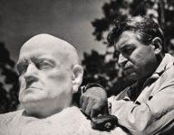 Wäinö Aaltonen with his bust by Jean Sibelius, 1935.