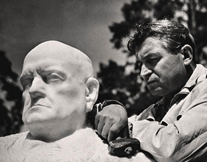 Wäinö Aaltonen with his bust by Jean Sibelius, 1935.