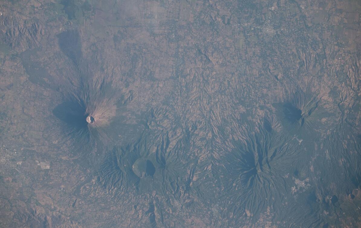 El Salvador has many volcanoes